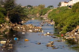 Contaminación del agua y desperdicios sólidos